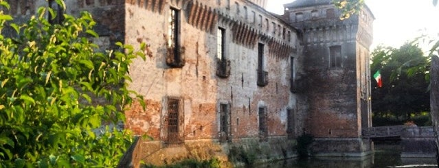 Castello Di Padernello is one of Miriamさんのお気に入りスポット.