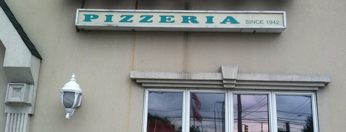 Nunzio's Pizzeria & Restaurant is one of Ryan : понравившиеся места.