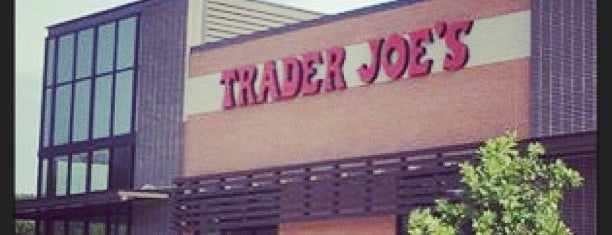 Trader Joe's is one of Lugares favoritos de Wade.