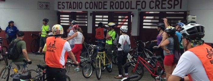 Estádio Conde Rodolfo Crespi is one of Aqui na terra tão jogando futebol.