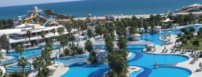 Sueno Hotels Deluxe Belek is one of Murat karacim 님이 좋아한 장소.