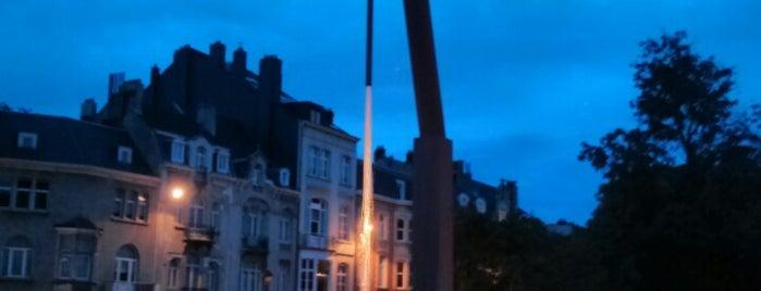 Place de Jamblinne de Meuxplein is one of Brussels / Bruges.