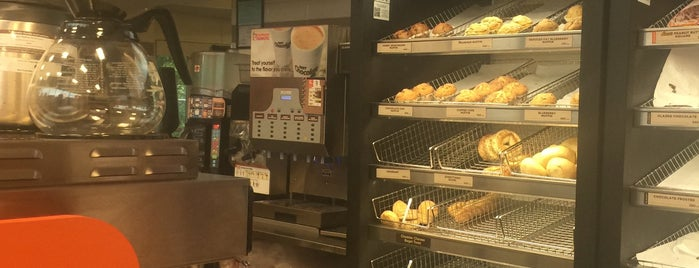 Dunkin' is one of MNさんのお気に入りスポット.