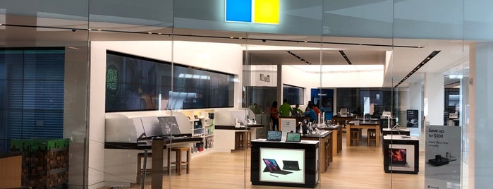 Microsoft Store is one of 🎄Bristol🎄さんのお気に入りスポット.