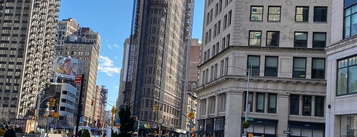 Flatiron Building is one of DINA4NYC.