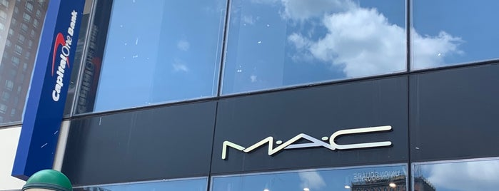MAC Cosmetics is one of Kateさんのお気に入りスポット.