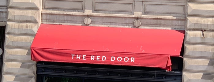 The Red Door Salon & Spa Union Square is one of Locais salvos de Stephanie.
