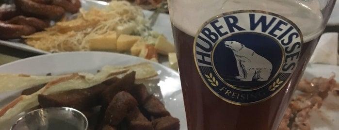 Пивний клуб «Натюрліх» is one of Lieux qui ont plu à Helena.