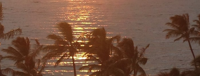 Lehua Lounge at the Andaz Maui is one of สถานที่ที่ Kaitlyn ถูกใจ.