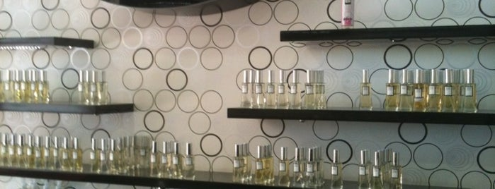ugr parfumeri - blackpoint is one of สถานที่ที่บันทึกไว้ของ Hasibe.