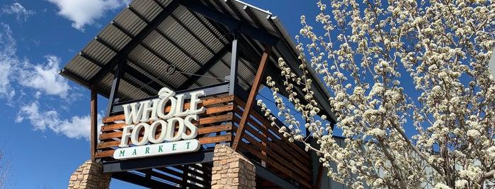 Whole Foods Market is one of Lugares favoritos de James.