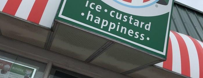 Rita's Italian Ice & Frozen Custard is one of Lugares favoritos de Elle.