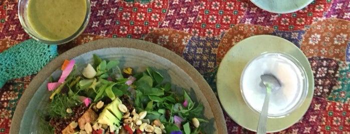 Earthtone Vegetarian Food is one of สถานที่ที่ sobthana ถูกใจ.