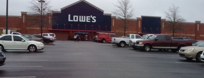 Lowe's Home Improvement is one of Orte, die Kate gefallen.
