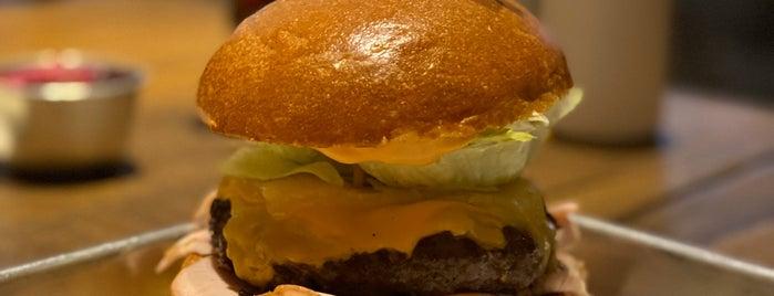 Holy Burger is one of Murat Engin'in Beğendiği Mekanlar.