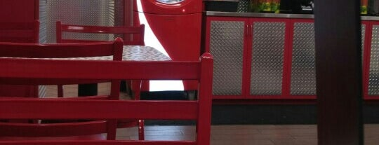 Firehouse Subs is one of Lieux qui ont plu à Danny.