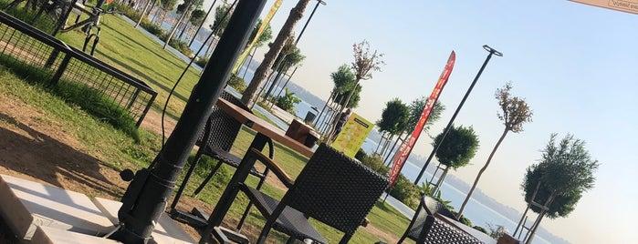By Simitçi Sahil Yaşam Parkı (Beach Park) is one of 🌜🌟hakan🌟🌛'ın Beğendiği Mekanlar.