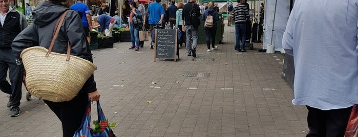 Walthamstow Farmers' Market is one of Orte, die Thomas gefallen.