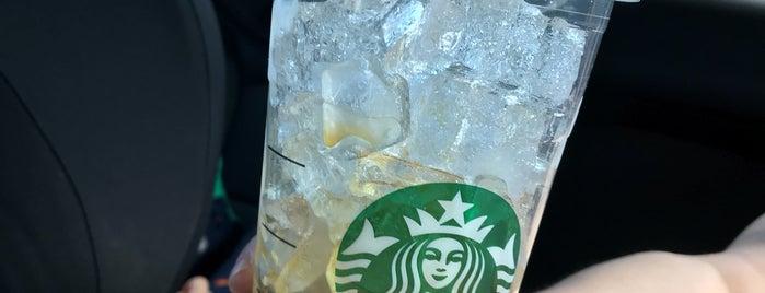 Starbucks is one of สถานที่ที่ Deanna ถูกใจ.