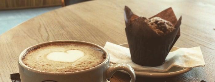 Green Deli Cafe is one of Posti che sono piaciuti a Dessi.
