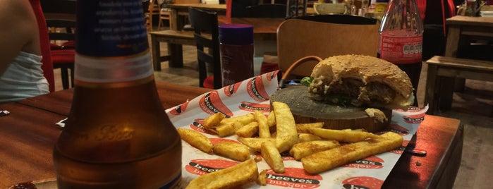 Beeves Burger is one of Mehmet Koray'ın Beğendiği Mekanlar.