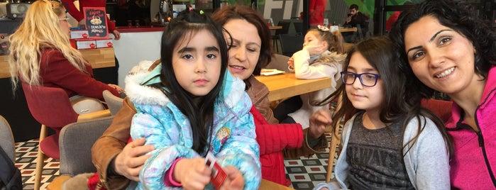 Demlik Cafe is one of Mehmet Koray'ın Beğendiği Mekanlar.