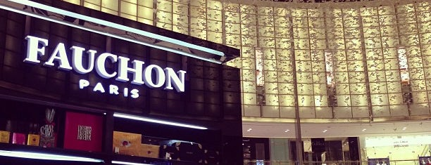 Fauchon Café is one of Locais curtidos por Fatma.