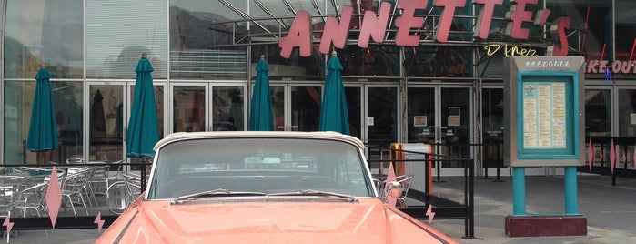 Annette's Diner is one of Lieux qui ont plu à Johnny.