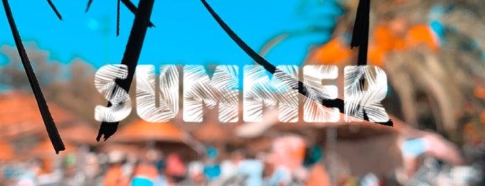 Daphnis Beach is one of Tempat yang Disukai Baris.