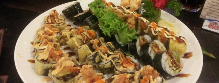 Thai Chili and Sushi is one of สถานที่ที่ Larry ถูกใจ.