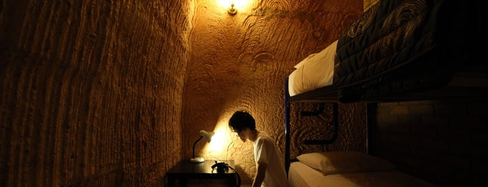 The Lookout Cave Underground Motel is one of Lugares favoritos de Lukas.