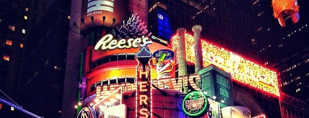 Hershey's Chocolate World is one of Lugares favoritos de L.