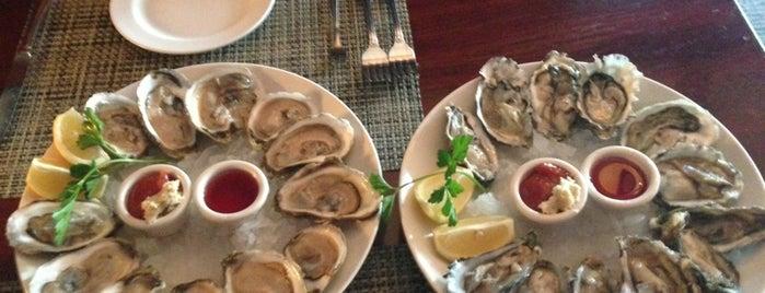 McCormick & Schmick's Seafood Restaurant is one of สถานที่ที่ Darryl ถูกใจ.