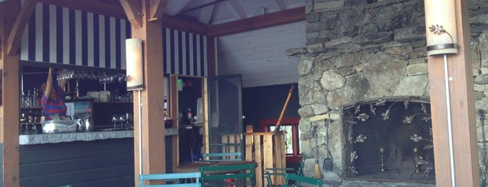 The Boathouse Lodge at Mills Falls is one of สถานที่ที่ Gail ถูกใจ.