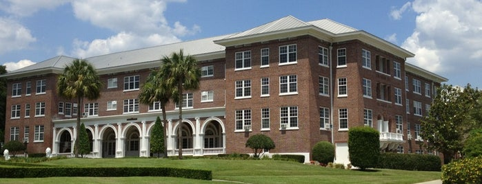 Florida Southern College is one of Tempat yang Disukai SchoolandUniversity.com.