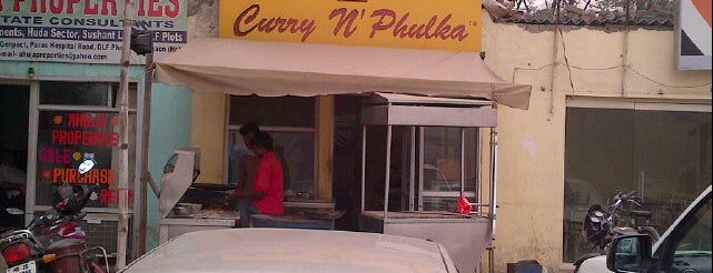 Curry N Phulka is one of Viksさんのお気に入りスポット.