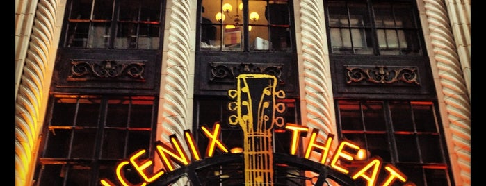Phoenix Theatre is one of Locais curtidos por Helen.