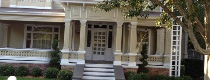 Wisteria Lane is one of สถานที่ที่บันทึกไว้ของ Maverick.