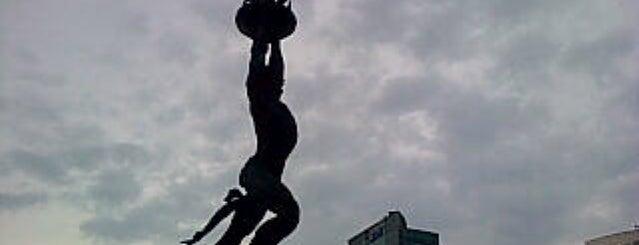 Patung Pemuda Membangun - Bundaran Senayan is one of Jakarta. Indonesia.