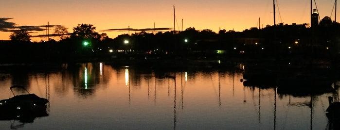 Mamaroneck Harbor is one of Trae'nin Beğendiği Mekanlar.