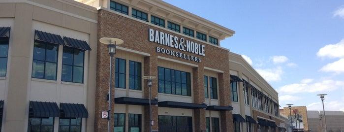Barnes & Noble is one of Lugares favoritos de Alberto J S.