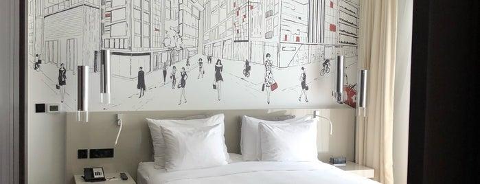 La Ville Hotel & Suites is one of Tempat yang Disukai Nada.