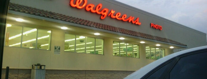 Walgreens is one of Locais curtidos por Raul.