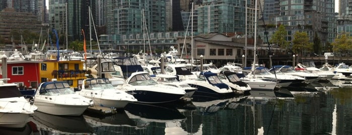 Coal Harbour is one of Tempat yang Disukai Jack.