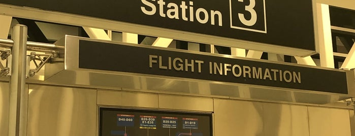 Skytrain Station 3 is one of Lieux qui ont plu à Alberto J S.