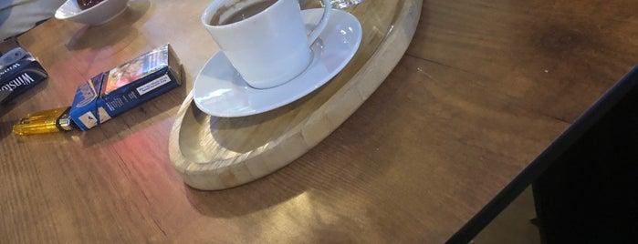 Demlik Cafe is one of สถานที่ที่ Su ถูกใจ.