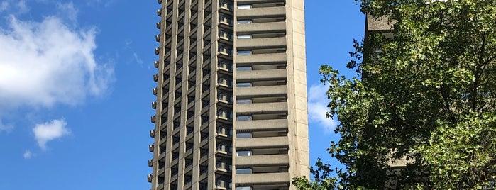Barbican is one of Lugares favoritos de Paul.