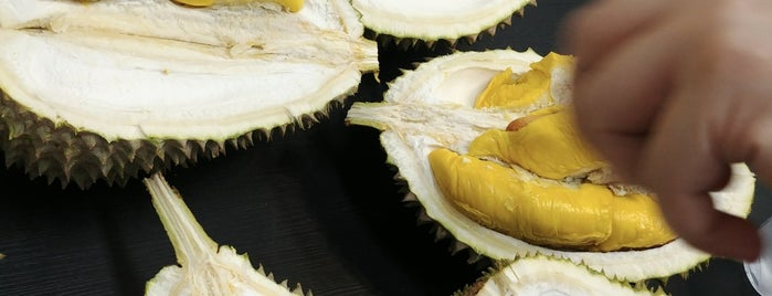 393 Durian is one of Lugares favoritos de Ian.