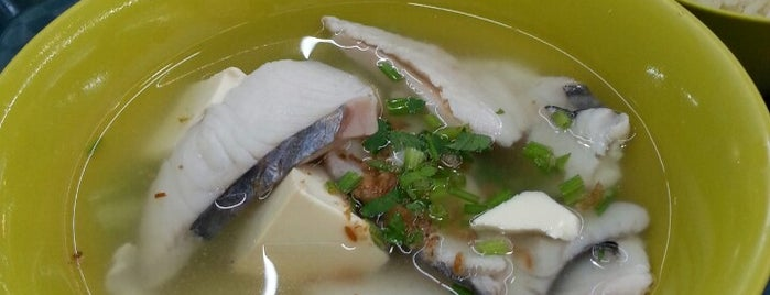 Shun Li Fish Soup is one of Lugares favoritos de Ian.