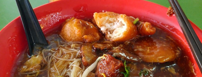 福春叻沙卤面 Laksa & Lor Mee is one of Hole-in-the-Wall finds by ian thomtori.